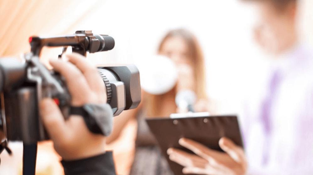 cinagrafista gravando take para vídeo institucional de empresa